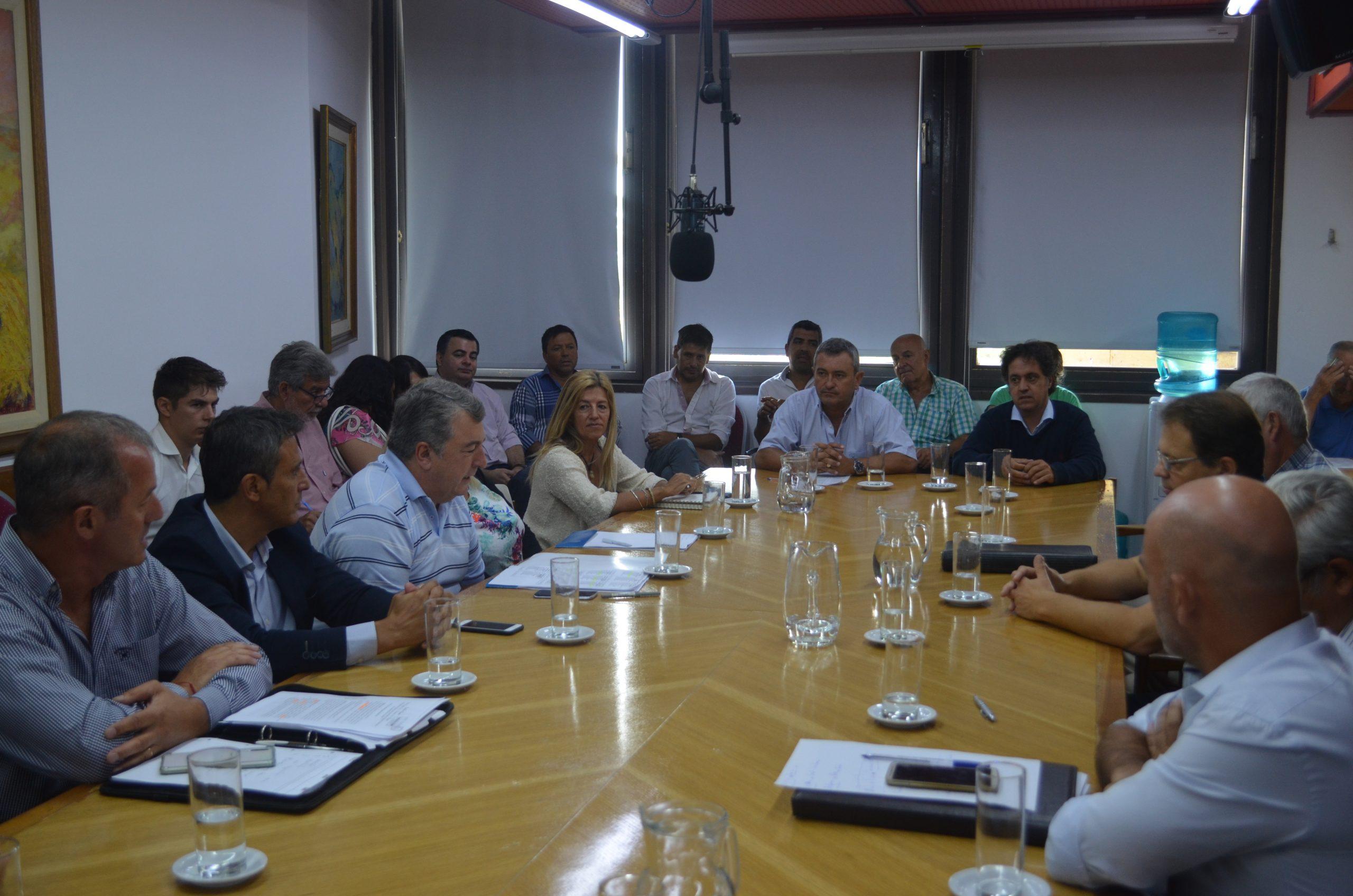 Diputados piden que alguien del ejecutivo de detalles sobre la Ley de Agroquímicos