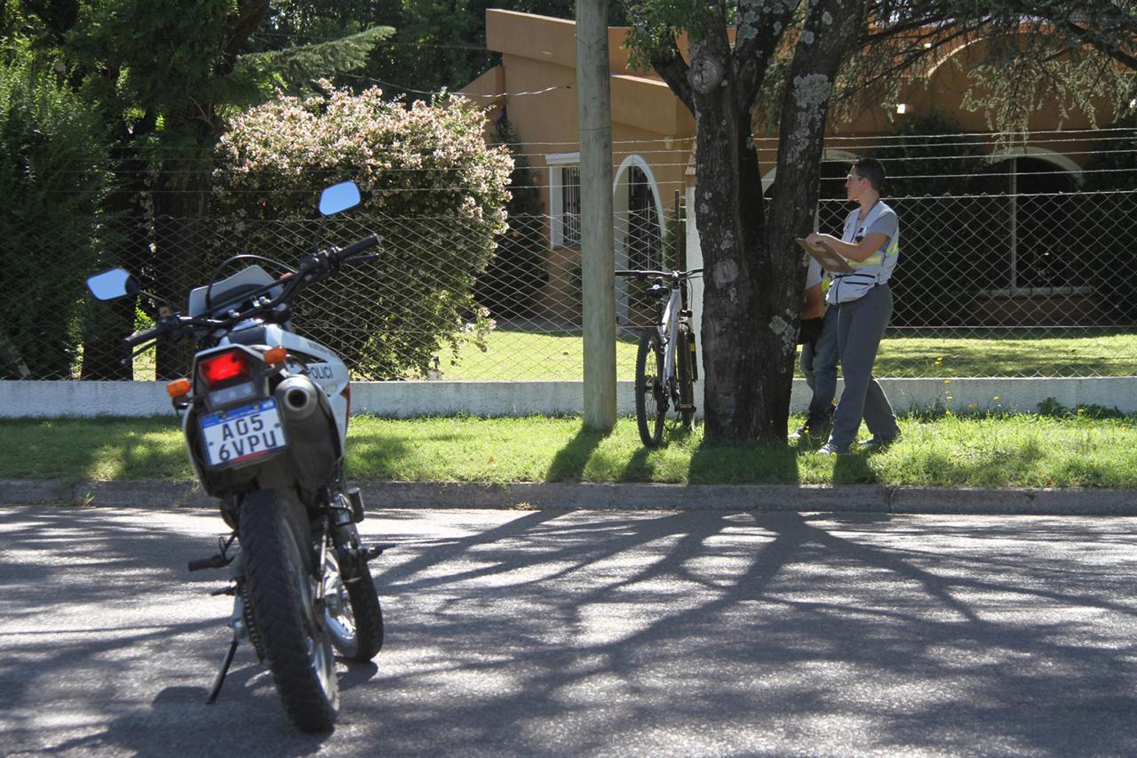 Automovilista chocó a una ciclista y se dio a la fuga