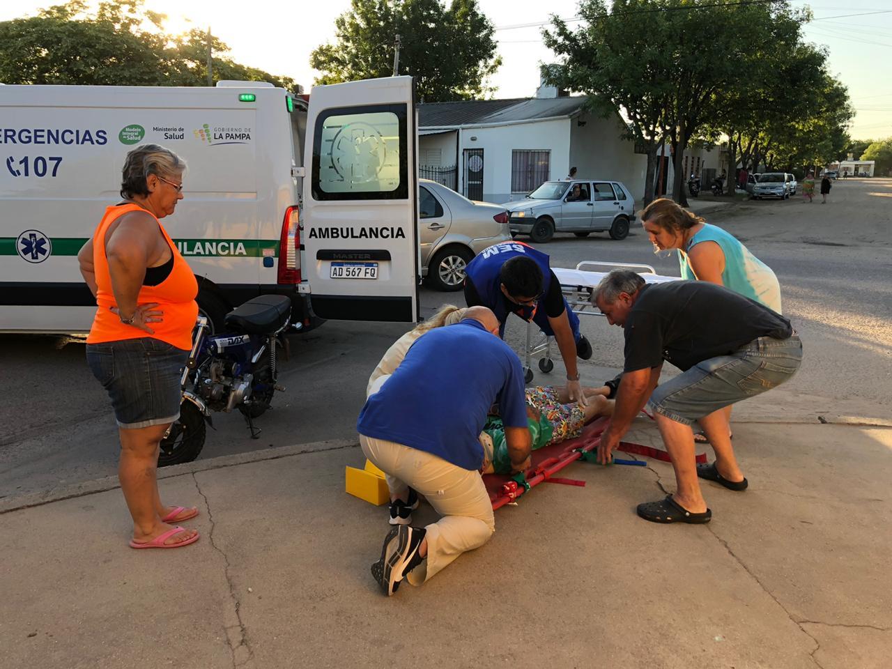Choque entre auto y moto en calle 115 esquina 8: Un joven fue hospitalizado