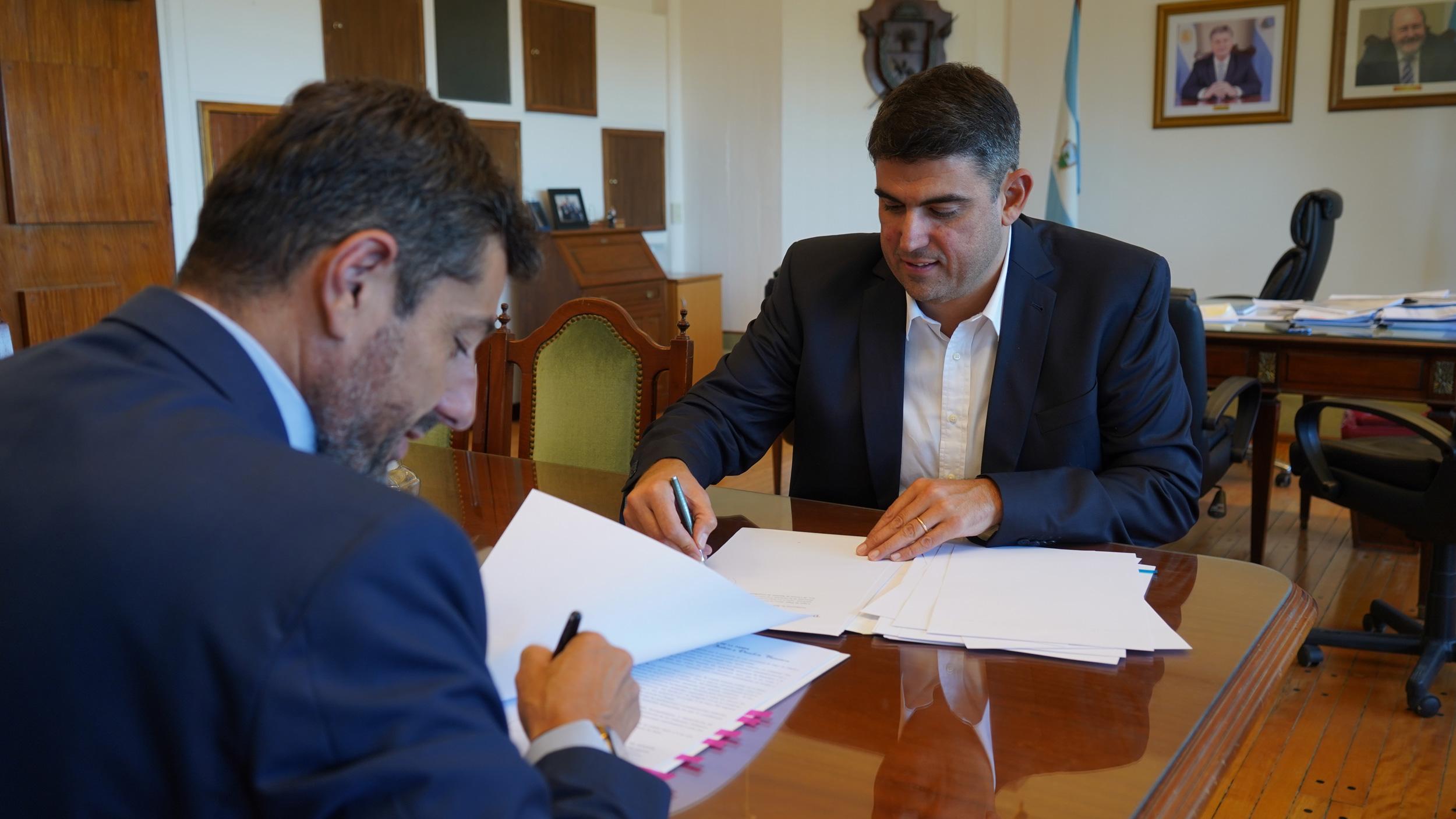 Firman convenio para que comiencen a funcionar Pampa Pagos en las oficinas del Registro Civil
