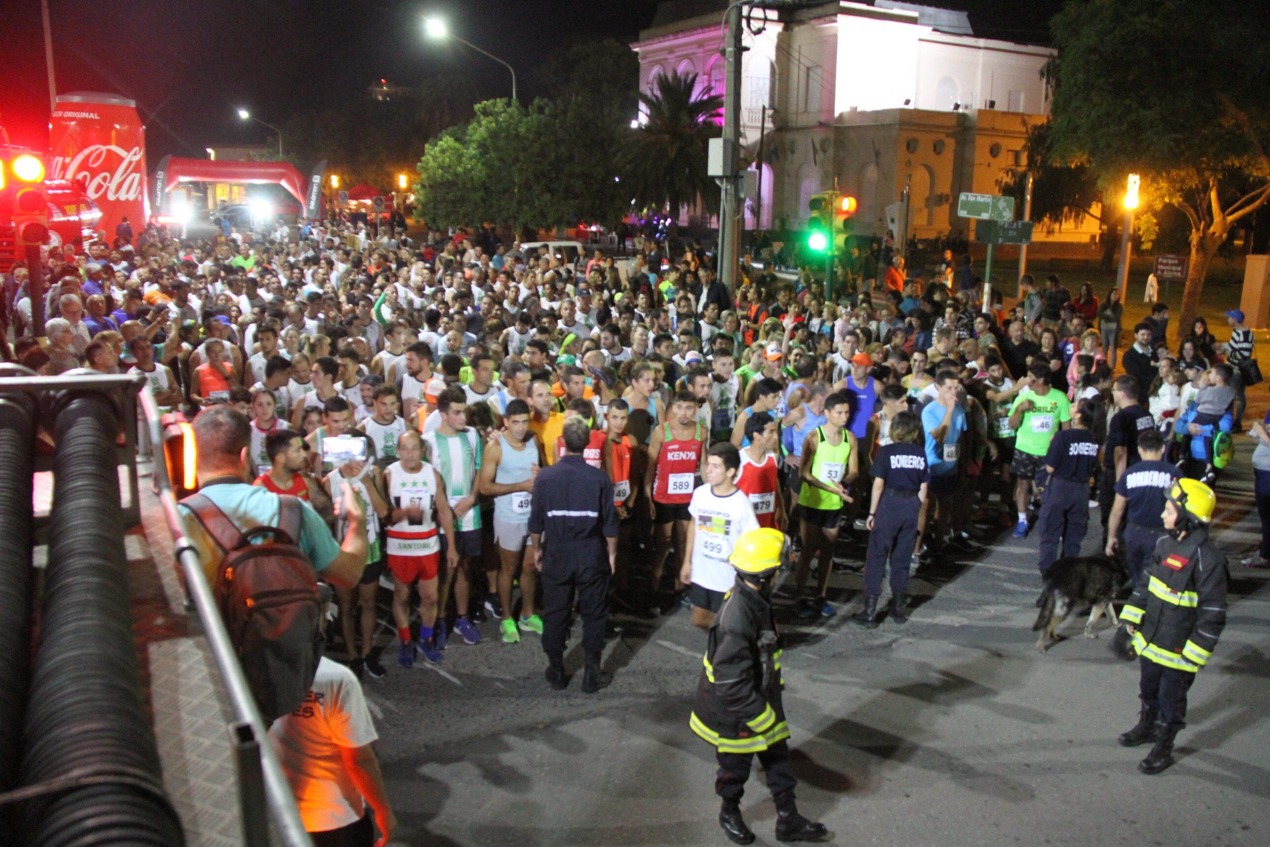 Medio millar de inscriptos en una destacadísima carrera nocturna organizada por los Bomberos Voluntarios