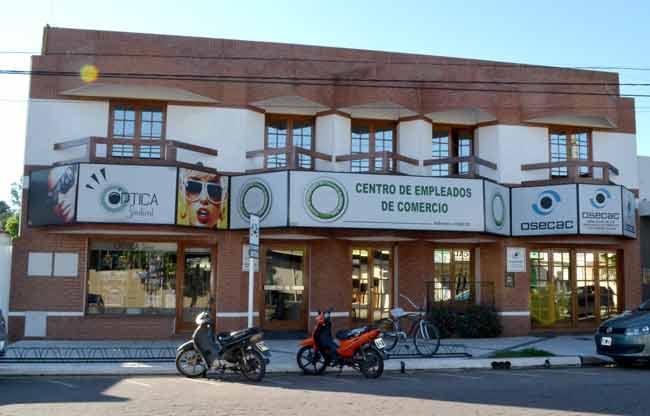 Empleados de Comercio cerró su paritaria con un aumento de $30.000 pesos, que se pagará en 6 cuotas no remunerativas