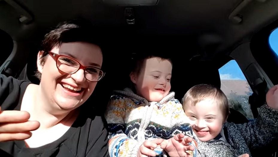 EMOTIVO VIDEO: 50 madres y sus 50 hijos con síndrome de Down cantan para derribar prejuicios