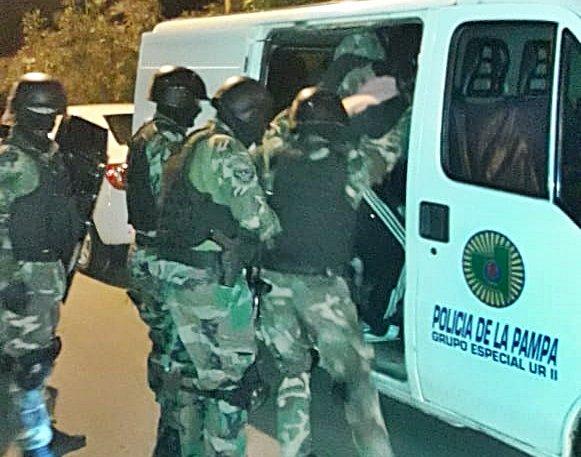 Mediante WhatsApp se dispuso la prisión preventiva del hombre que escapó de un operativo, amenazó a la Policía y fue finalmente atrapado en el barrio Federal