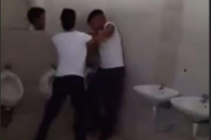 Entre Ríos: Golpean a un chico discapacitado en el baño de un Colegio y filman el ataque para poder seguir burlándose en las redes sociales