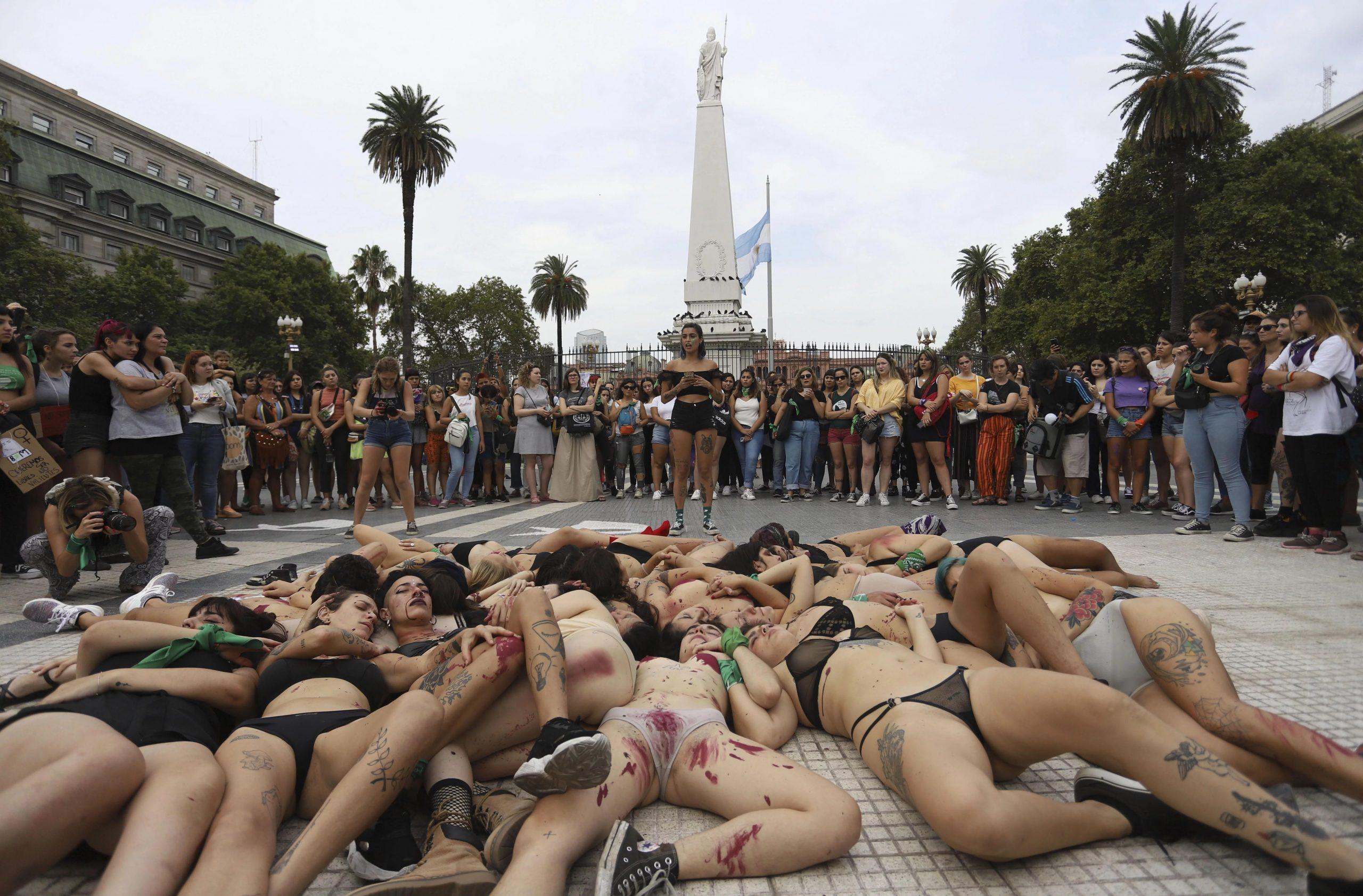 """Enorme marcha de mujeres frente al Congreso: Marea verde, pedido por el aborto y reclamos a la Justicia """"machista"""""""