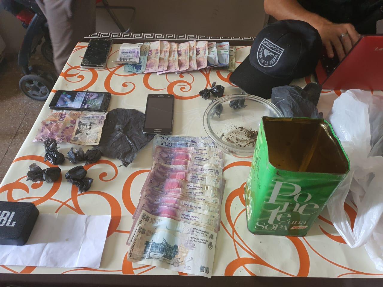 Se neutralizó una boca de expendio de drogas en Santa Rosa y detuvieron a una persona