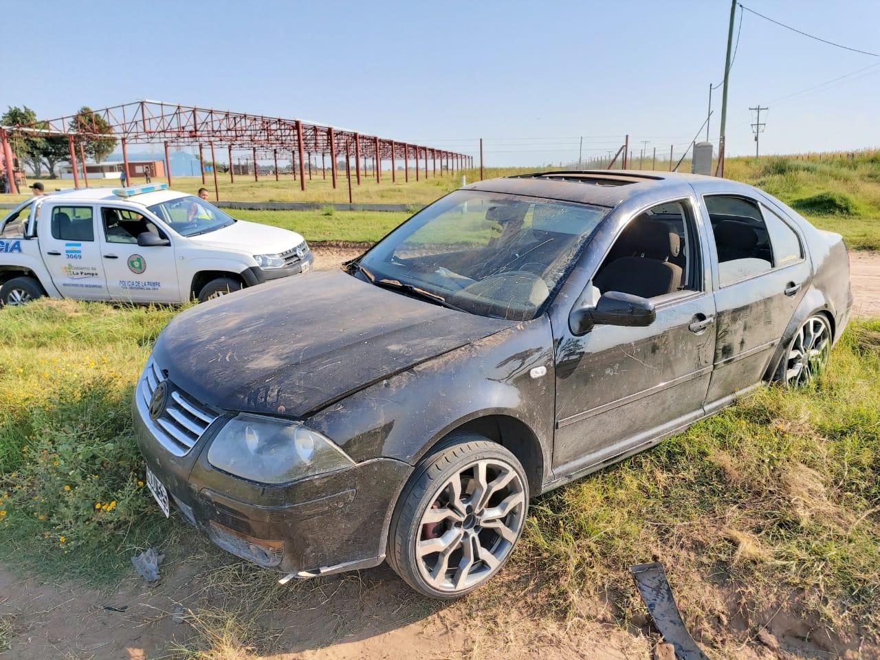 Un auto se despistó camino a la laguna: dos jóvenes fueron trasladados por el SEM