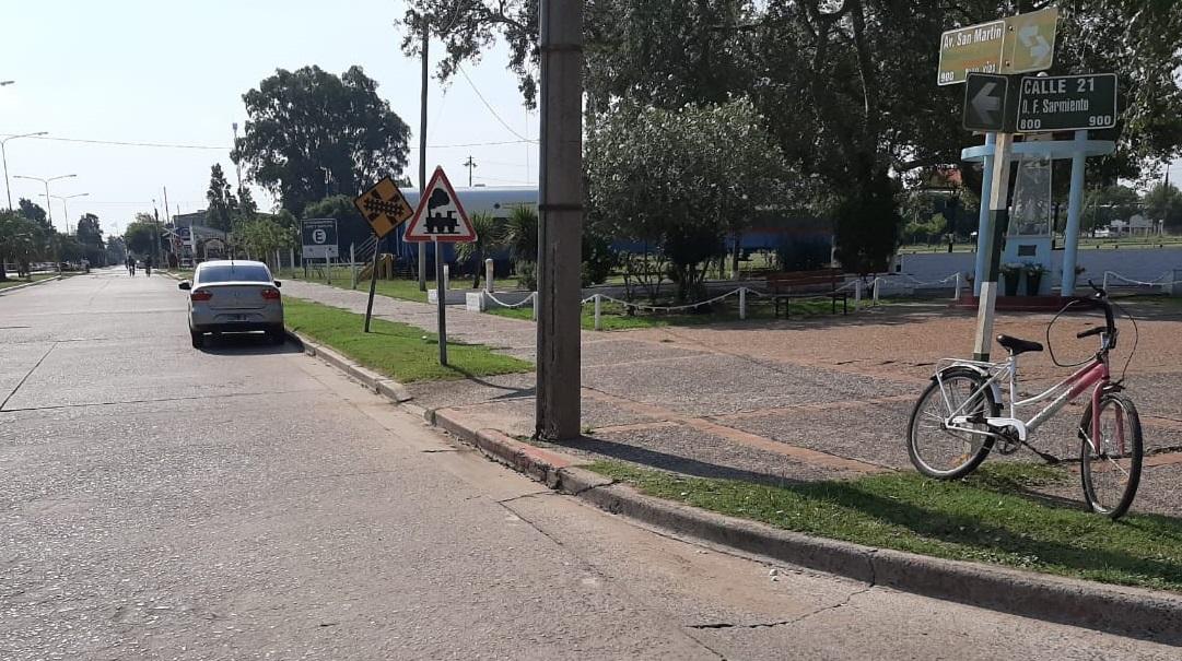 Accidente entre auto y bicicleta en calle 21 y Avenida San Martín