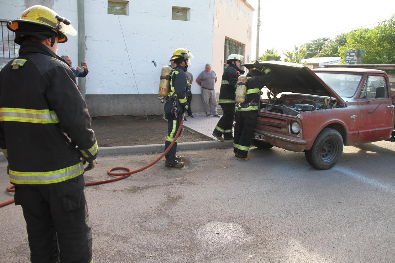 Una camioneta sufrió un principio de incendio