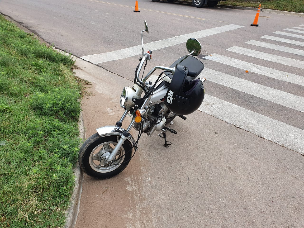 Joven sufrió una caída en moto mientras circulaba por calle 44