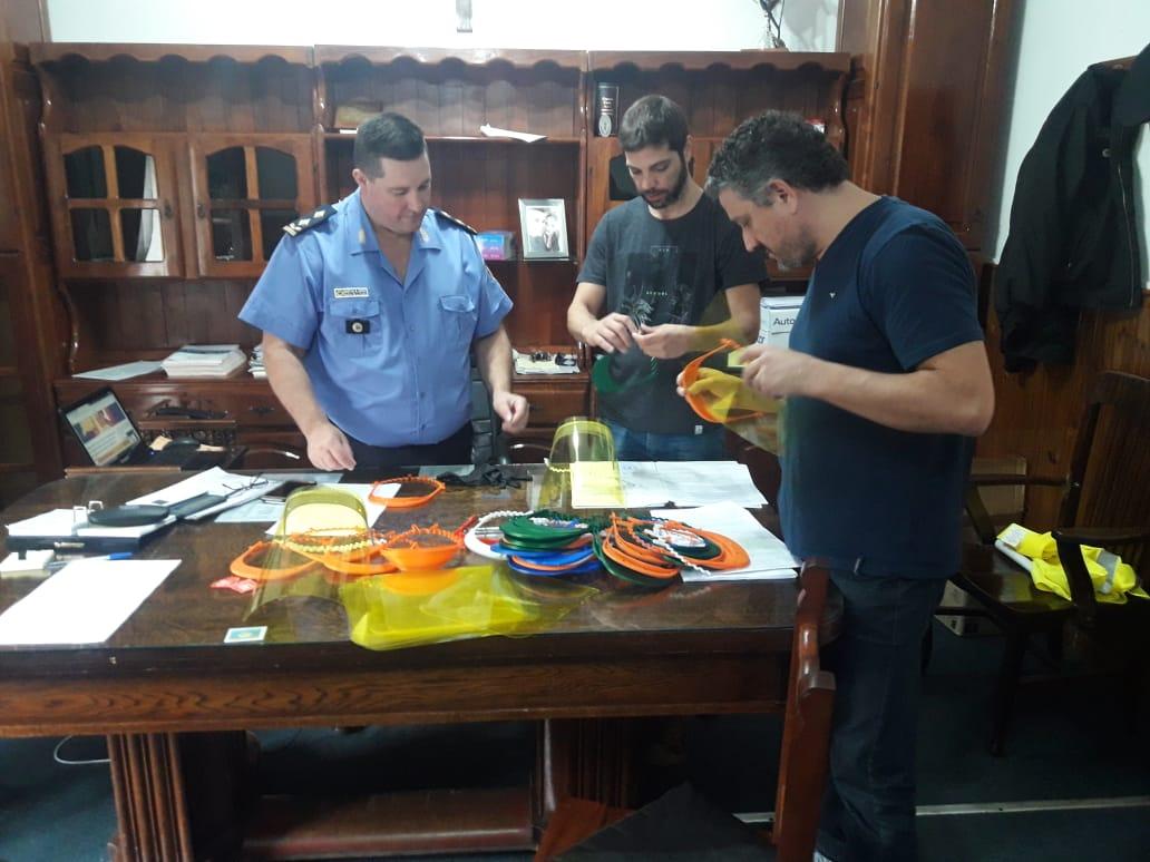 Vecinos de General Pico entregaron máscaras de bioseguridad para que utilice el personal policial