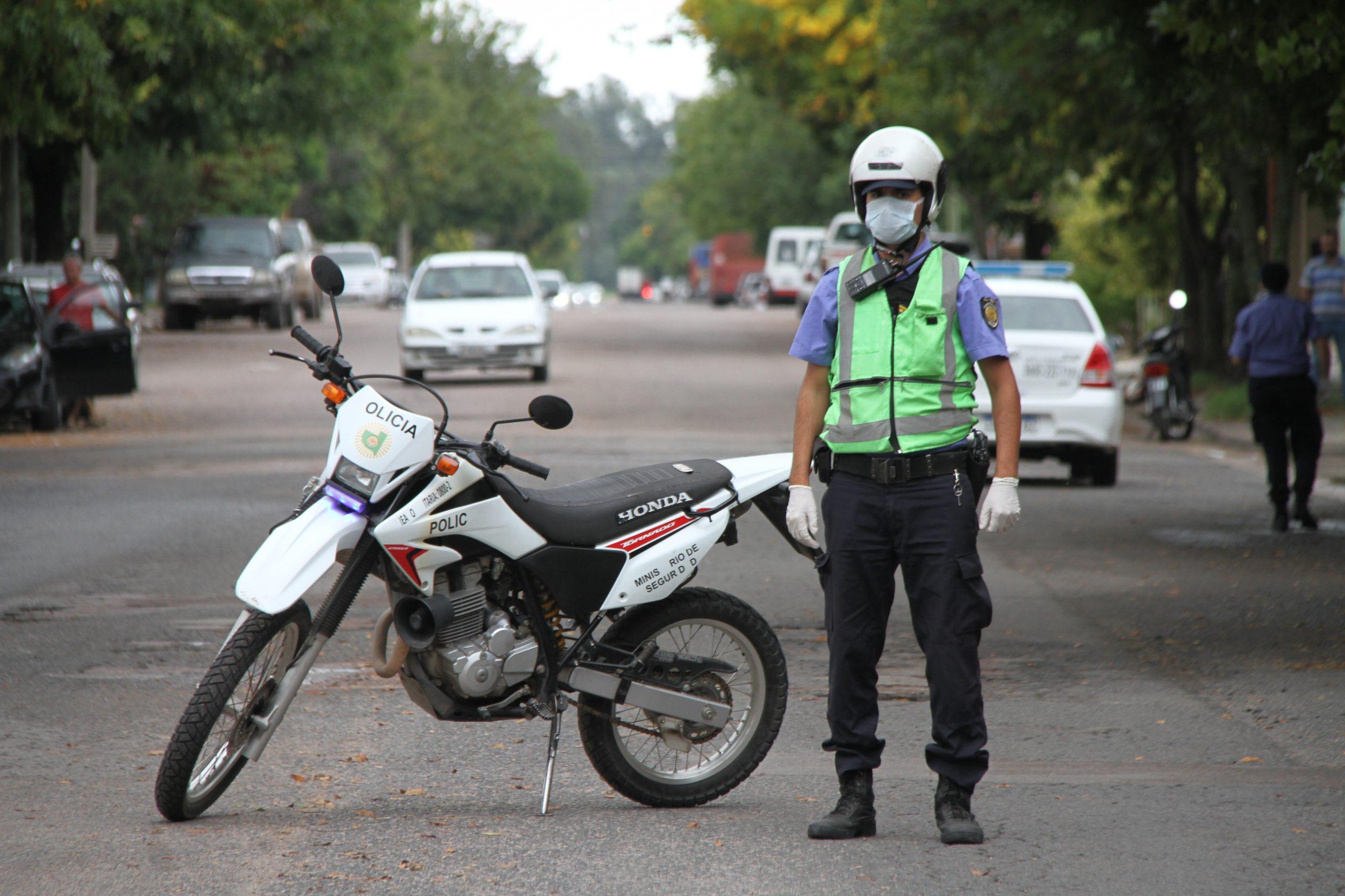 La Policía comenzó a controlar el uso de tapabocas: Más de 30 personas ya fueron notificadas en General Pico