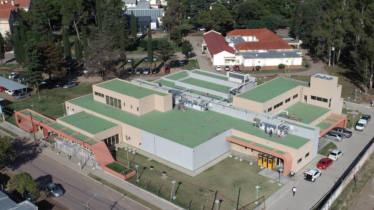 Continuan acondicionando el Hospital Nuclear que oficiará como «Centro de Emergencia de Asistencia Respiratoria»