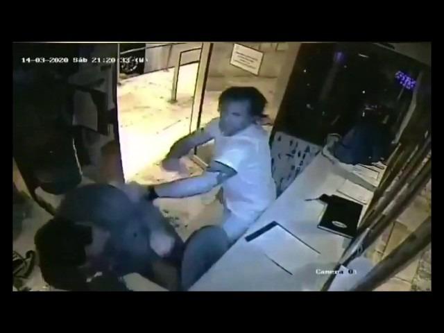 """El hombre que golpeó al vigilador declaró por videollamada: """"Me extralimité"""" pero """"fui a aclararle los puntos"""""""