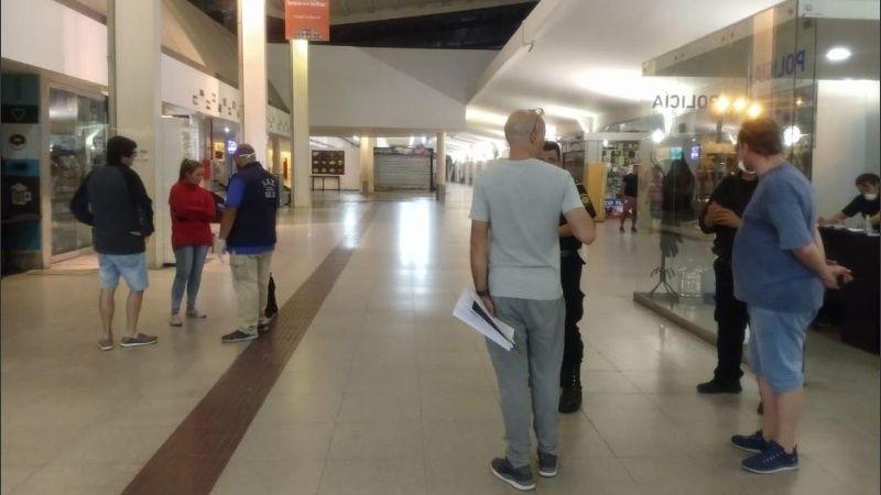 INCONSCIENCIA TOTAL: en Rosario detuvieron a dos micros que venían de Brasil, pero la empresa había cambiado los carteles