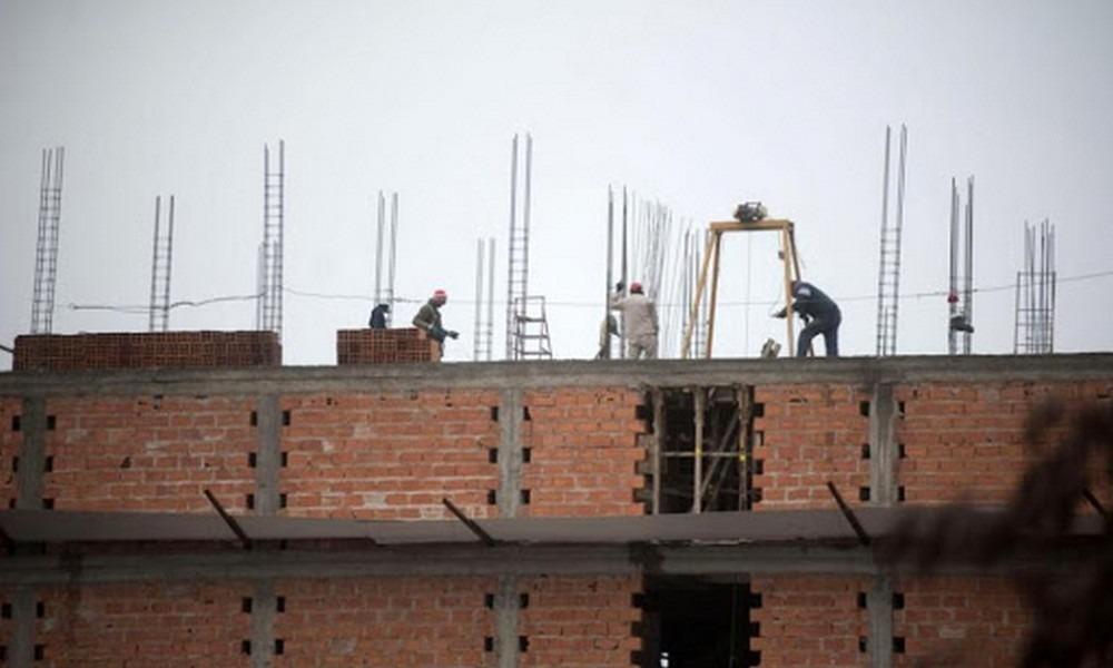 Los albañiles que no trabajen para empresas constructoras deberán primero asistir a la UOCRA para comenzar los trámites