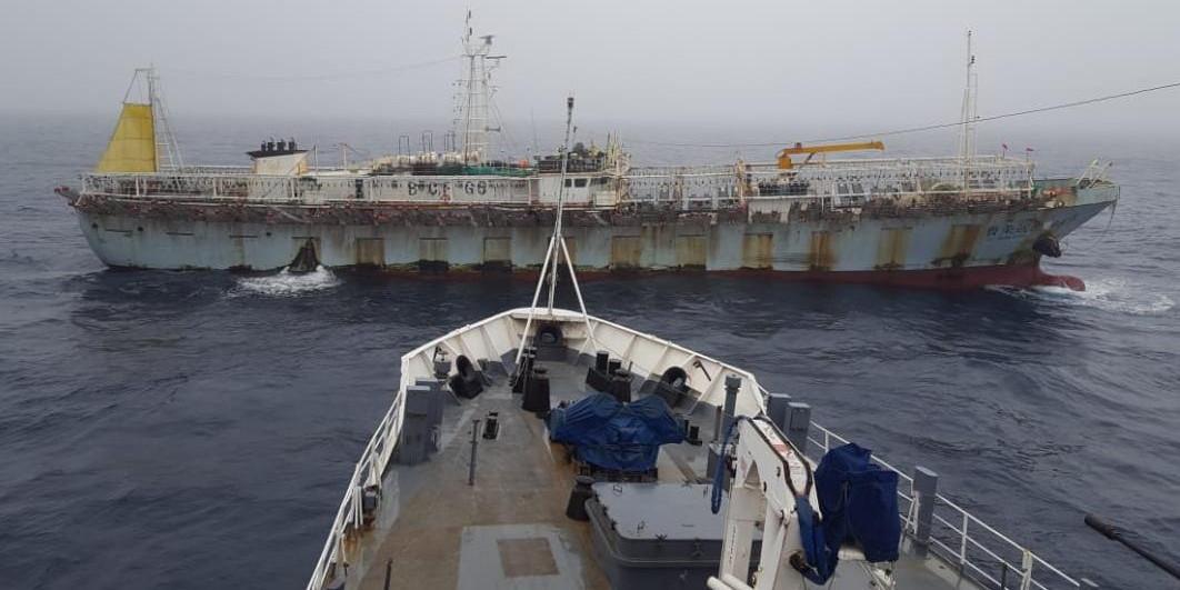 Depredación pesquera: tras varias horas de persecución, se fugó un buque chino que pescaba ilegalmente en Mar Argentino