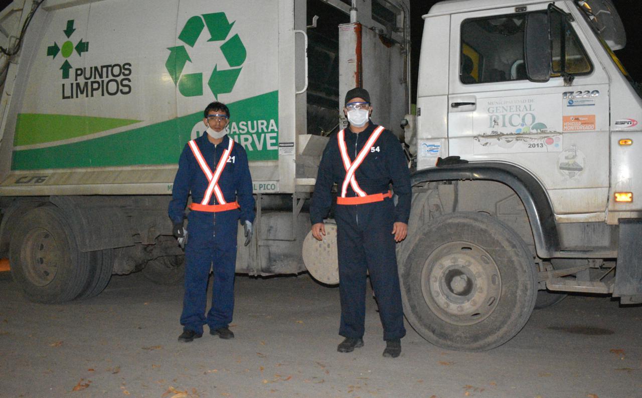 Instruyen a los recolectores de residuos en la prevención del COVID-19 y entregan elementos de protección