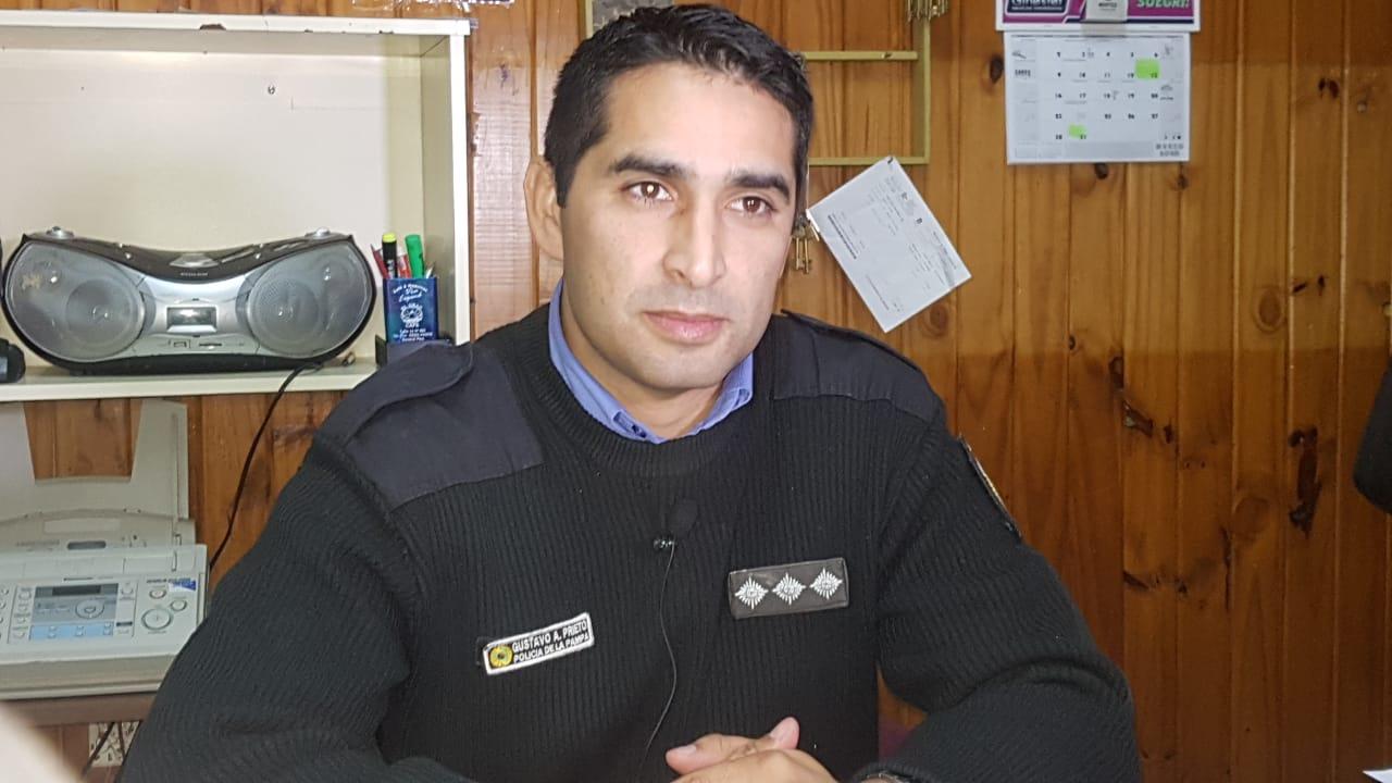 El emocionado testimonio de Gustavo Prieto, el oficial principal de la policía que salvó la vida de una bebé de un año