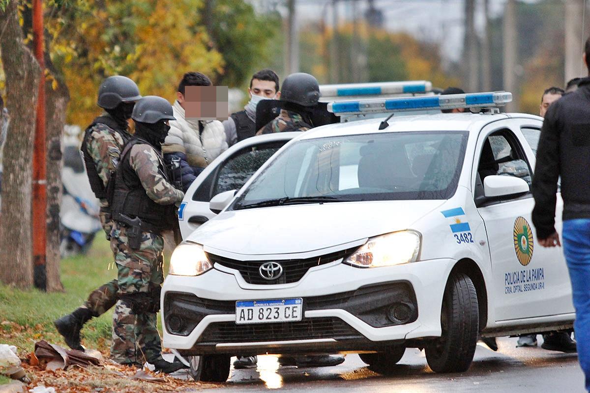 Joven apuñalado en barrio Ranqueles: Allanamiento y cuatro detenidos