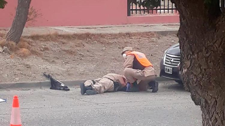 Santa Cruz: Un joven quiso evadir un control por la cuarentena, mató a quemarropa a un prefecto y fue finalmente abatido por la Policía