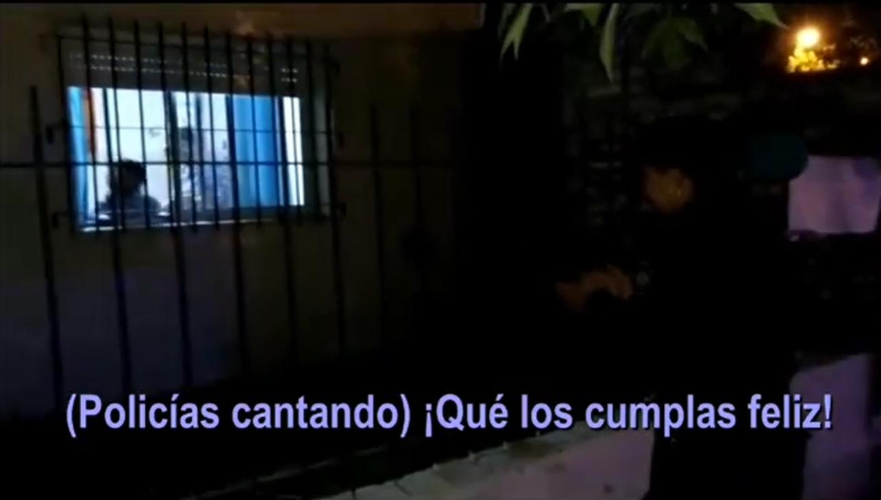 Policías de La Pampa le fueron a cantar el feliz cumpleaños a un niño en plena cuarentena