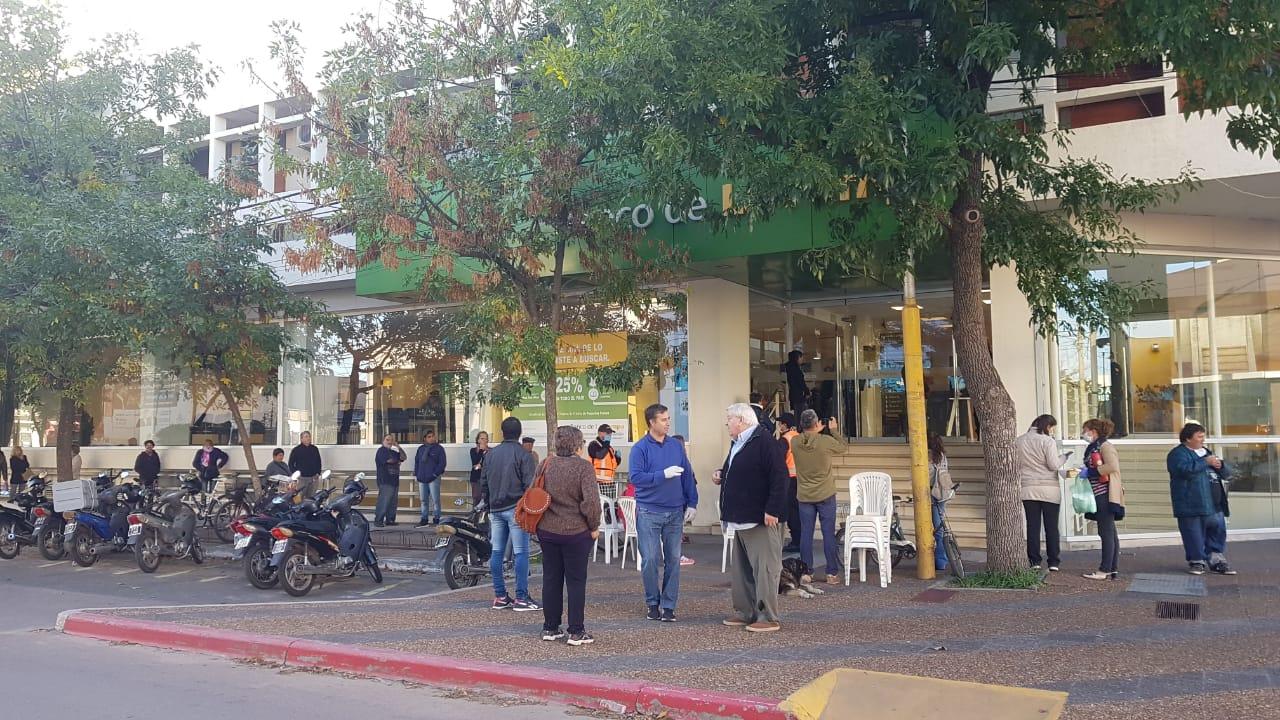El Banco de La Pampa recuerda que la atención a jubilados se realiza sin  turno previo y que mañana cobrarán sus haberes