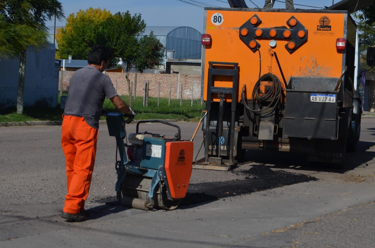 El municipio realizó trabajos de bacheo en la ciudad