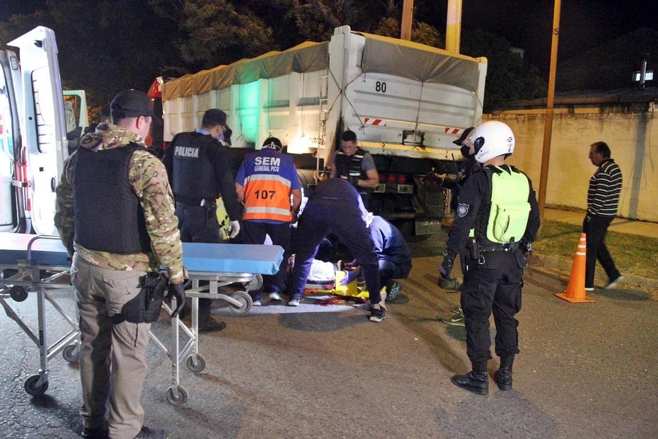 Estado de salud del motociclista que chocó contra un camión estacionado