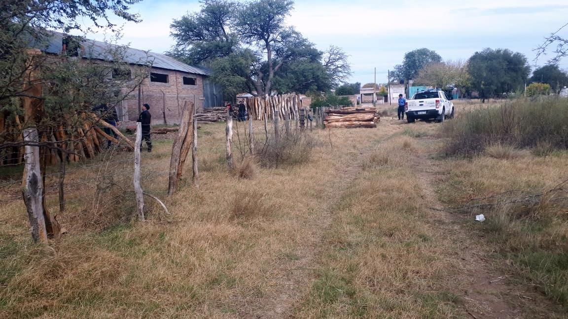 Victorica: Secuestran 1.500 postes por valor de 900.000 pesos en un lugar que no estaba habilitado comercialmente