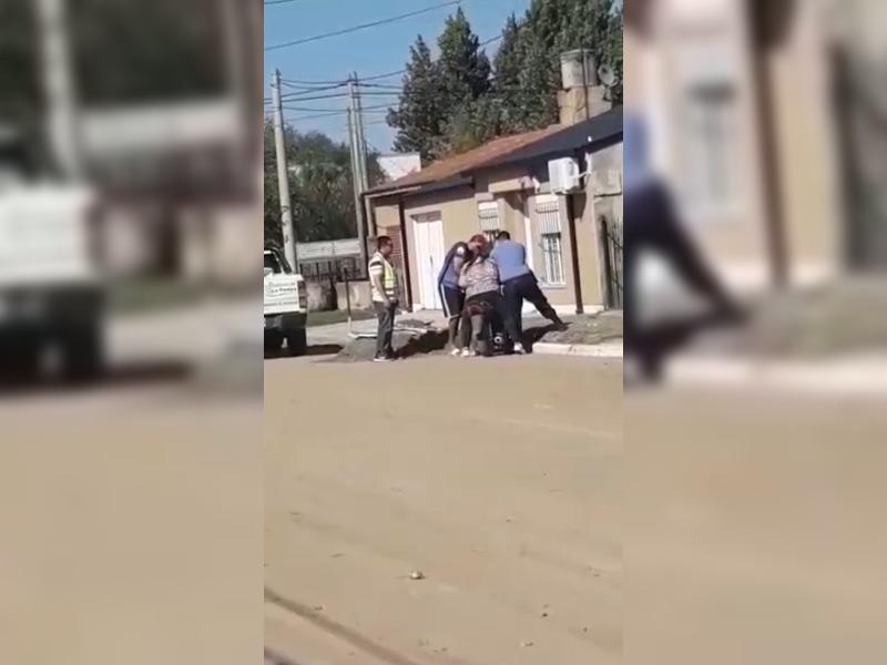 Eduardo Castex: una mujer fue detenida cuando había ido a comer un asado a la casa de un amigo y además se rehusó a que le retengan la moto
