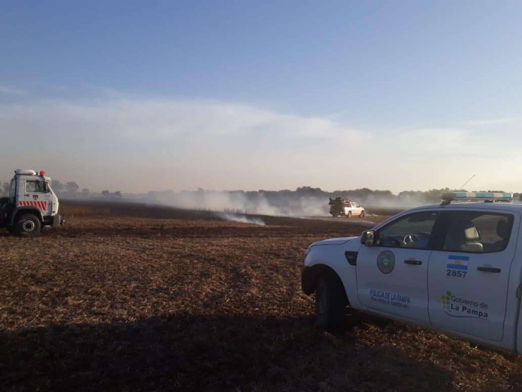 La Policía y los Bomberos de Castex sofocaron un incendio en un predio rural cercano a la localidad