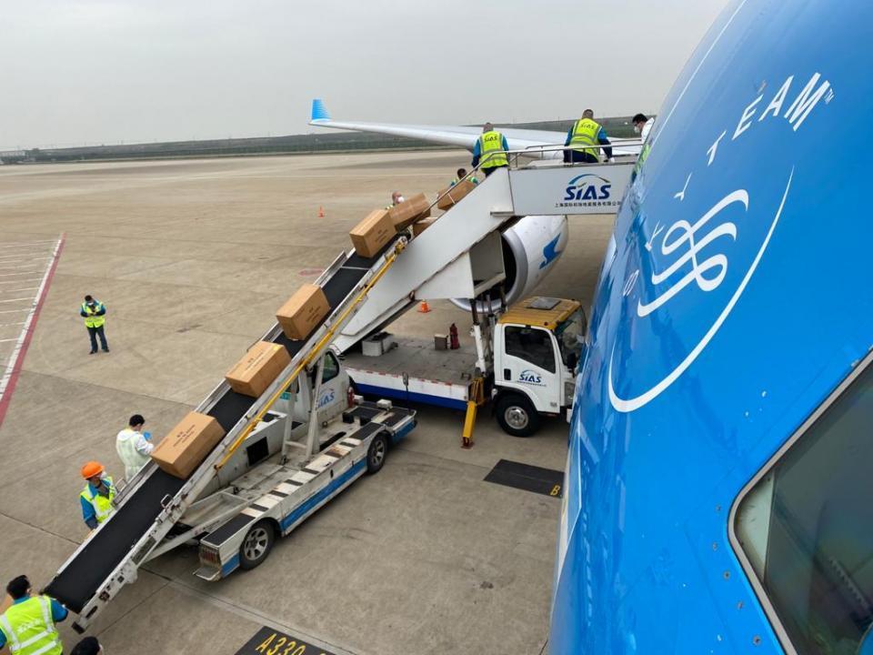 Llegó a China el avión de Aerolíneas Argentinas que traerá insumos médicos