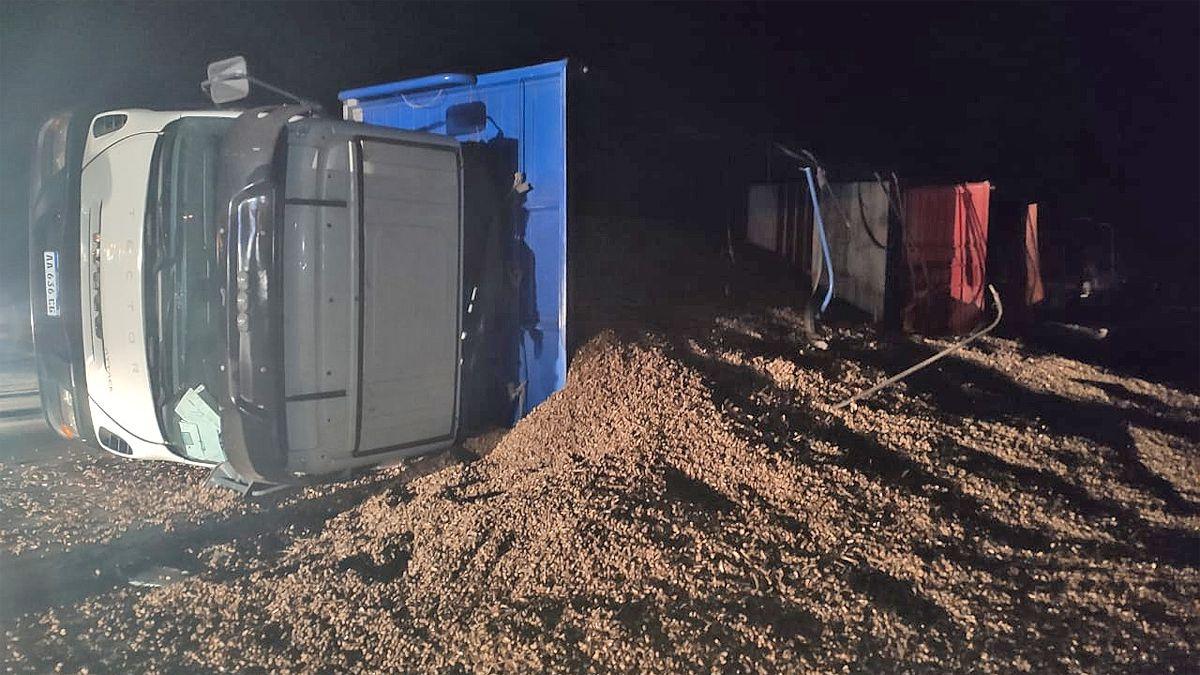 Camioneros de General Pico e Intendente Alvear se accidentaron anoche en Ruta 35 cerca de Mackenna