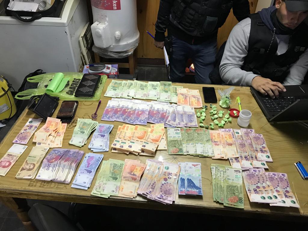 Boca de expendio de drogas al menudeo: La policía secuestró cocaína y 61.000 pesos en efectivo