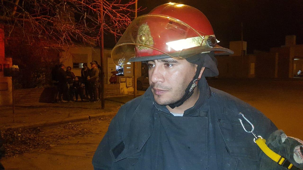 """""""El fuego destruyó por completo una habitación"""", dijo el responsable de bomberos que trabajó en el lugar"""