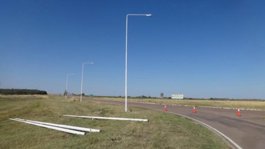 Continúan dotando de iluminación a varios cruces de rutas provinciales