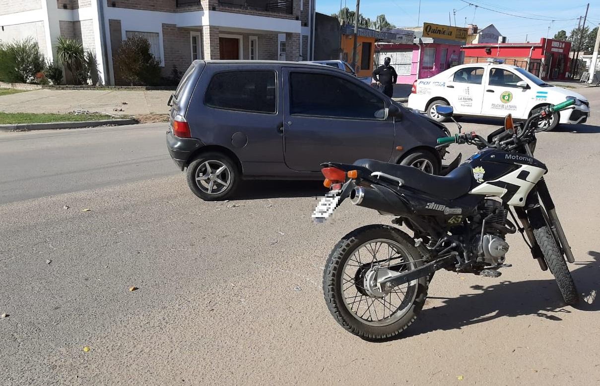 Esta tarde un auto y una moto colisionaron en calles 40 y 31
