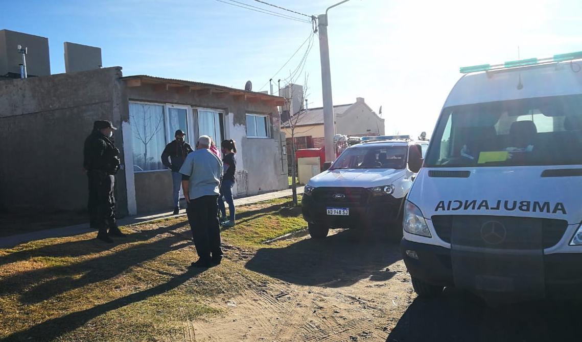 """Demoraron en Victorica a un hombre que ingresó """"escondido"""" a La Pampa desde Neuquén: Le secuestraron un auto, un arma y lo trasladaron con su familia a un hotel"""