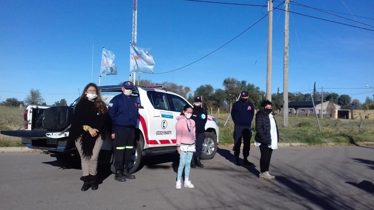 ¡Emotivo 25 de mayo en Trenel!: La Escuela Nº 54 Carlos Laguzzi junto a Bomberos compartieron un hermoso trabajo por las calles de la localidad