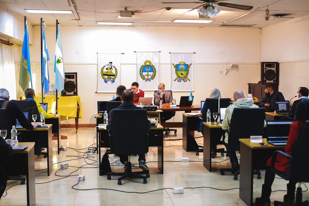 """Con el eje en la """"obra de las 300 cuadras"""", sesionó el Concejo Deliberante y trató un amplio temario"""