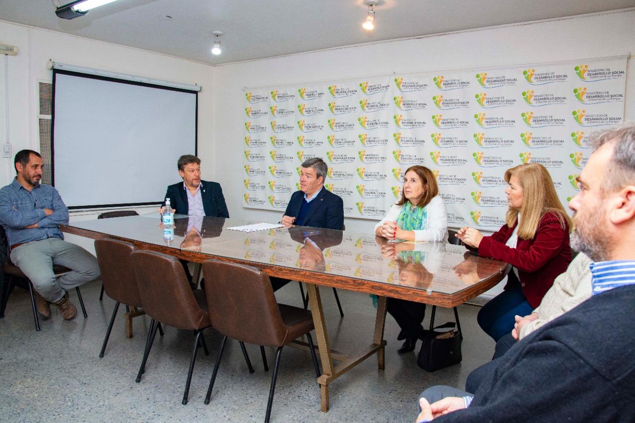 La Facultad de Agronomía y el Ministerio de Desarrollo Social provincial rubricaron un importante convenio de colaboración