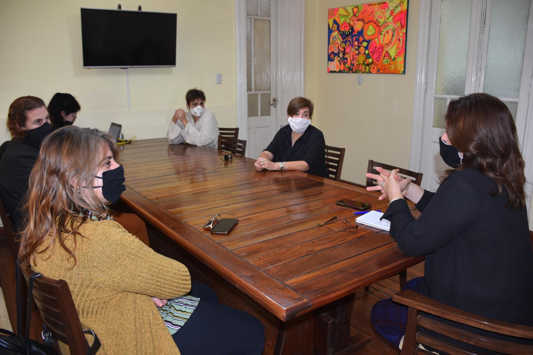 Docentes de lenguas extranjeras solicitaron a la intendenta, volver al dictado de clases presenciales