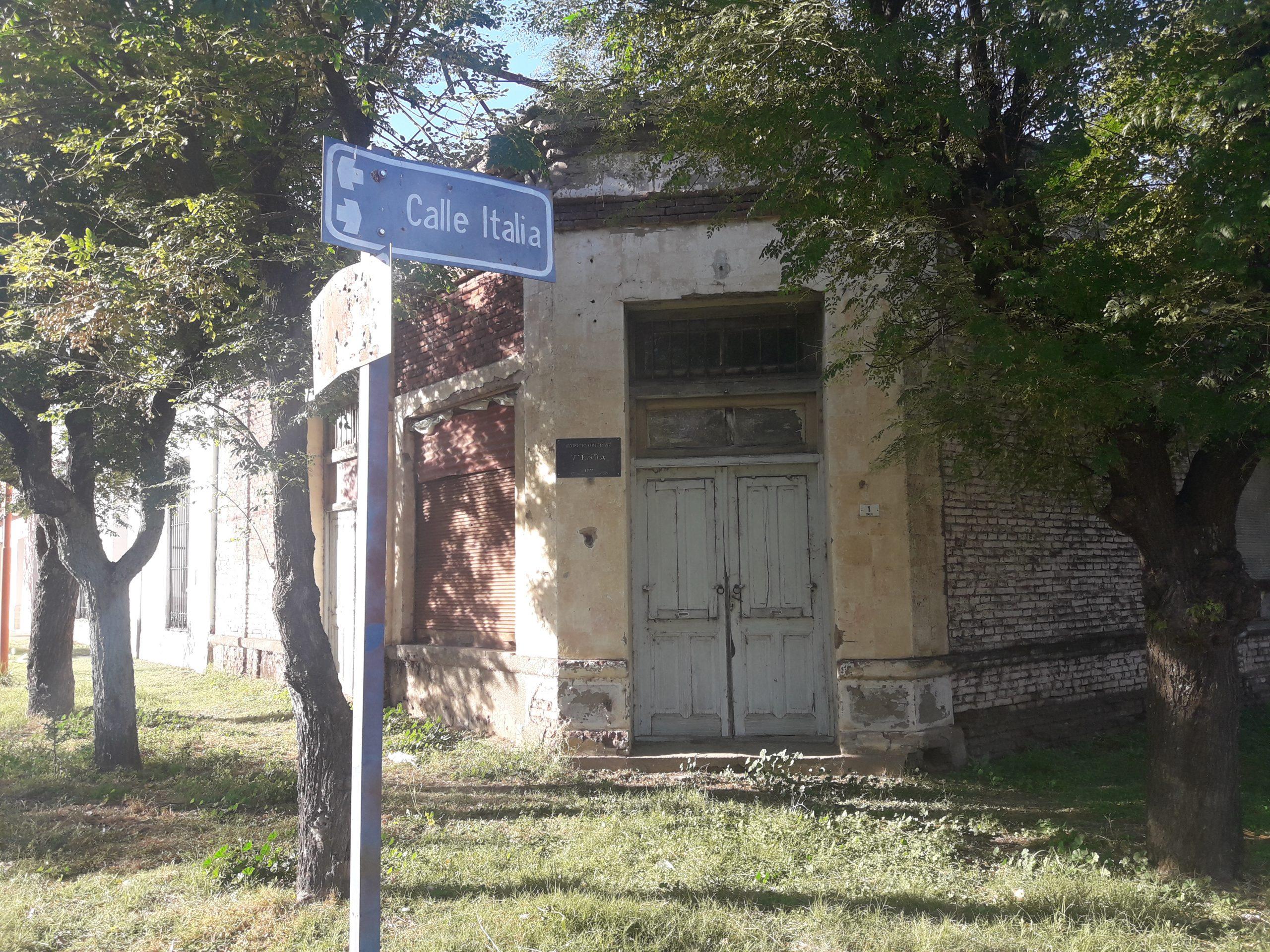 Hilario Lagos: vecinos preocupados por un salón abandonado e infestado de murciélago