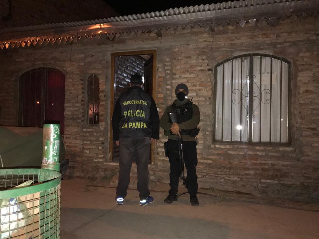 Narcomenudeo: La policía detuvo a una persona, secuestró cocaína, un auto y dinero en efectivo tras un operativo por droga en Santa Rosa