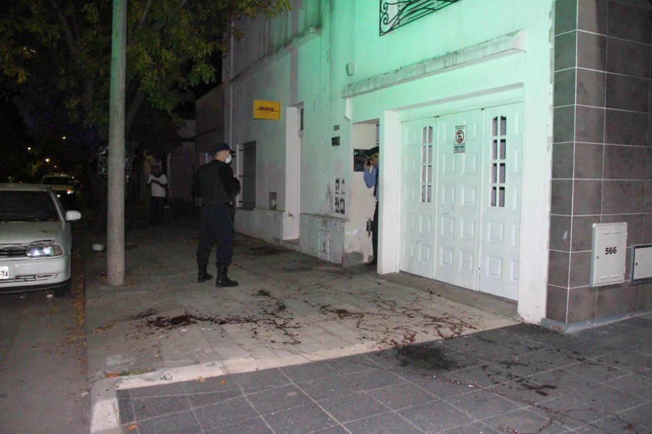 Grave y sangriento hecho a metros del centro piquense: El SEM trasladó una mujer herida en sus brazos