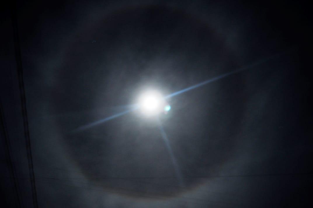 Se observa un halo lunar desde La Pampa ¿Lo viste?