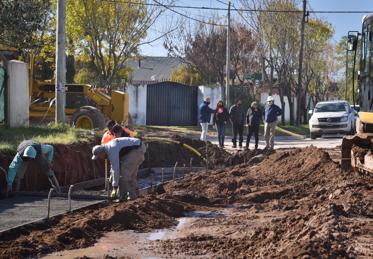 Fernanda Alonso recorrió obras de canalización, readecuación y de asfalto