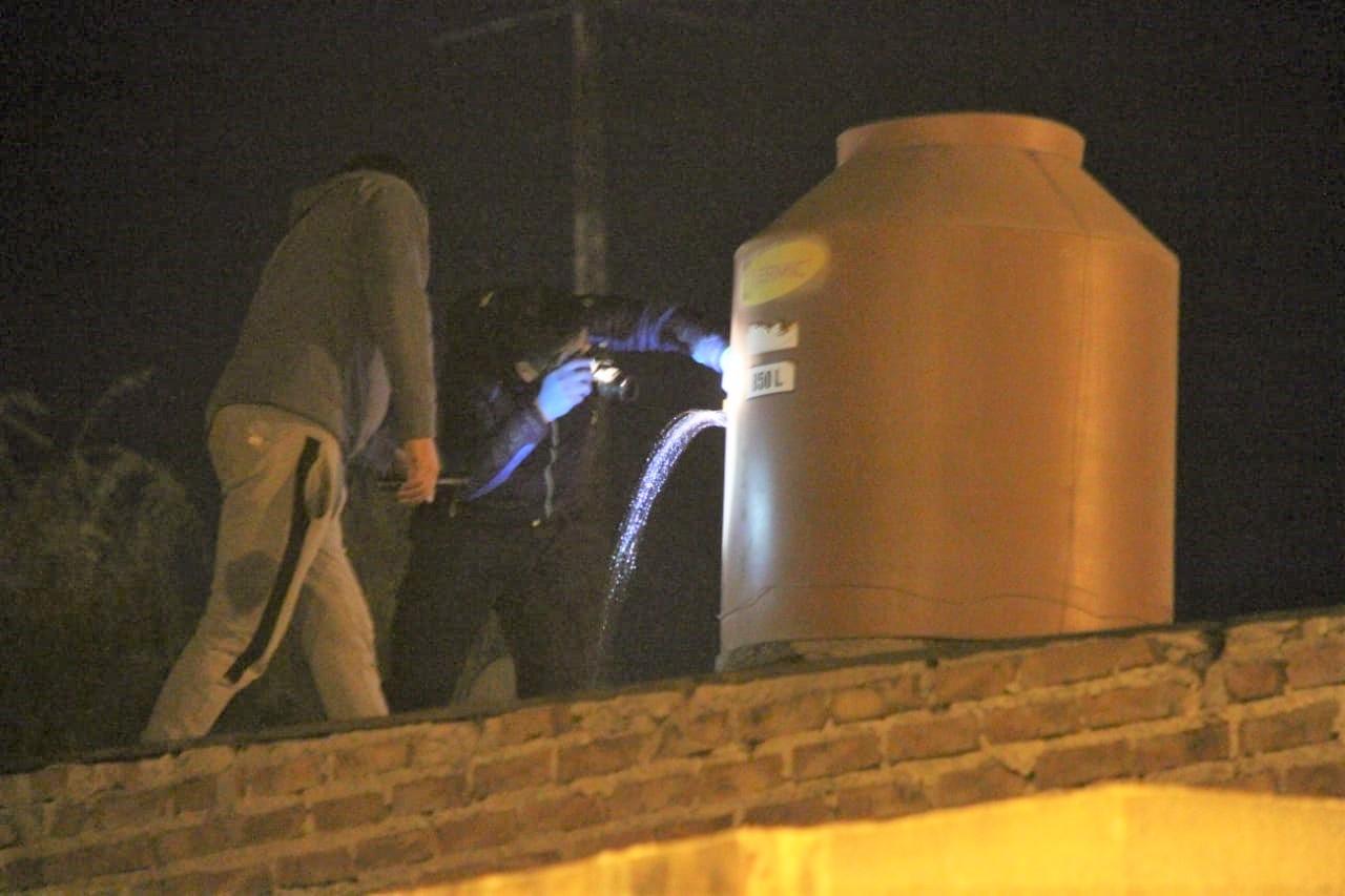 La Policía detectó un tanque de agua perforado luego de que vecinos denunciaron disparos en el barrio Ranqueles
